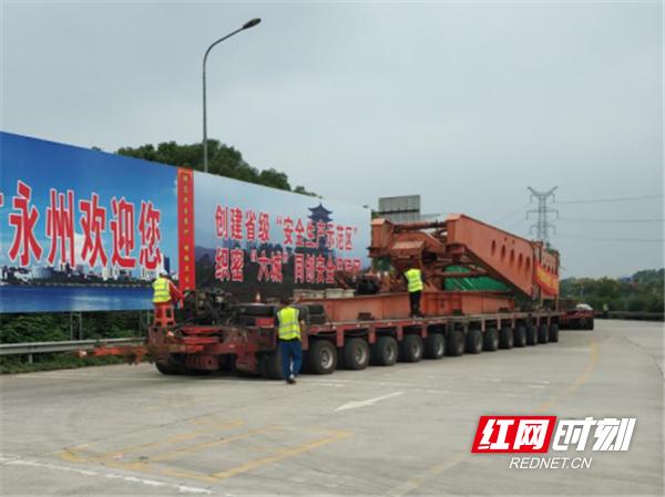 百万机组定子大件安全通过湖南永州高速469_副本.png