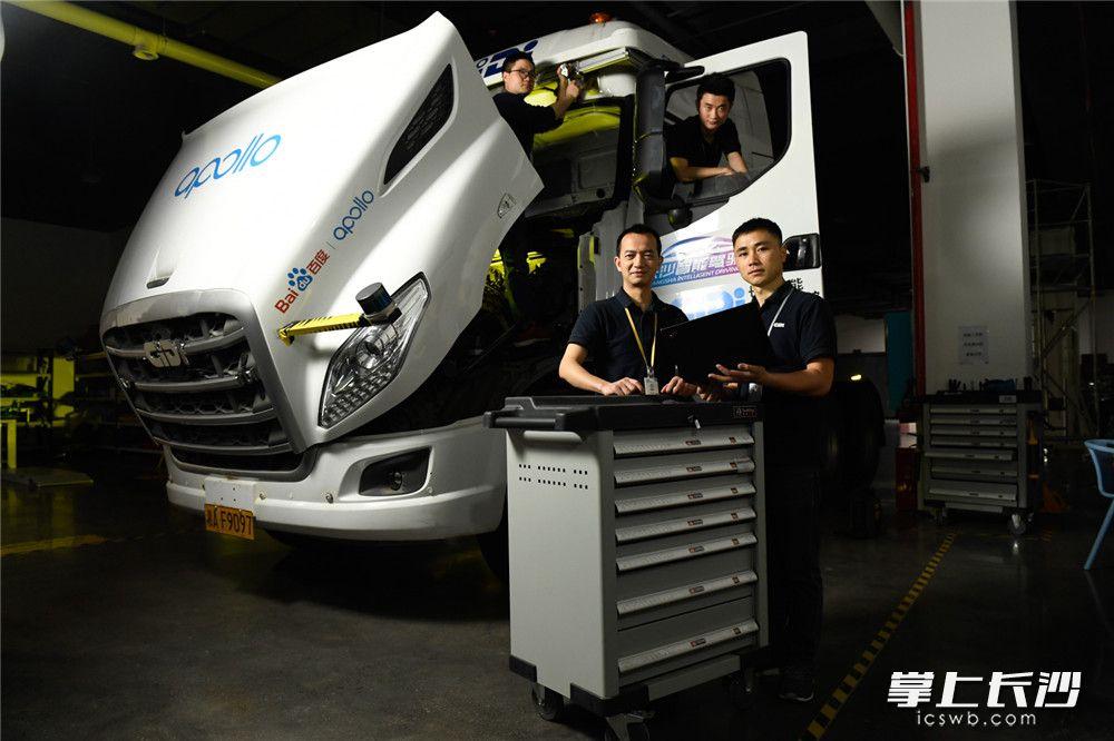 湖南智能驾驶研究院,智能重卡团队进行正在重型运输卡车智能驾驶调试。长沙晚报全媒体记者 黄启晴 摄