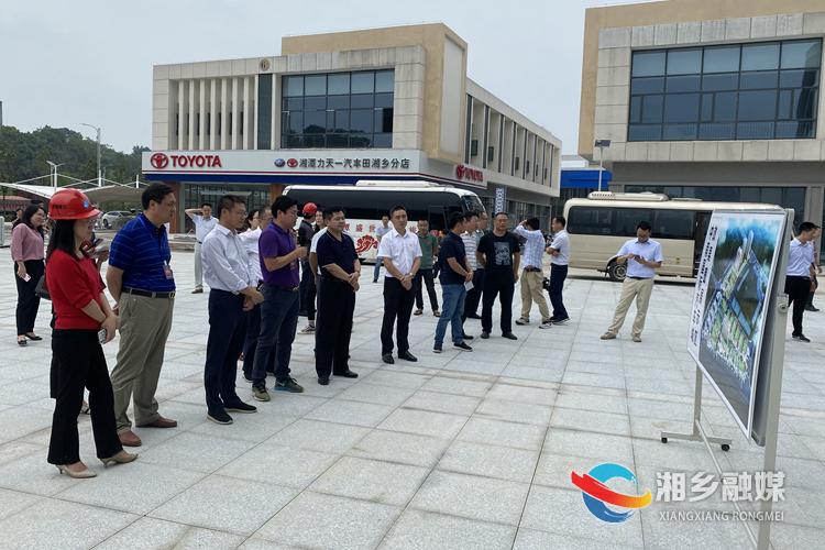 观摩团在湘乡中南国际汽车城参观。.jpg