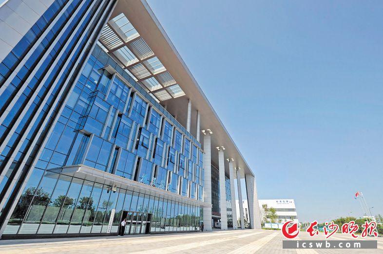 黄花综合保税区2017年6月25日实现封关运行。  长沙晚报全媒体记者 王志伟 摄