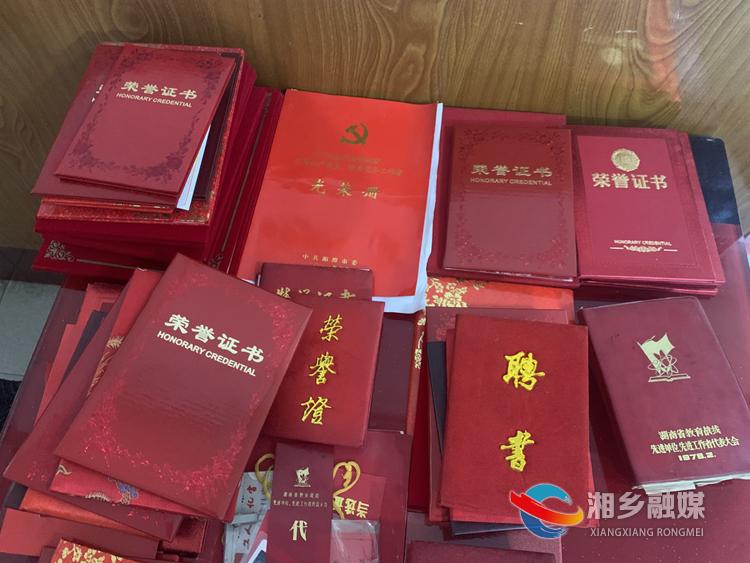 赵伏玲获得的荣誉证书。.jpg