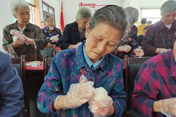 9月24日 牛角塘社区做月饼1.jpg