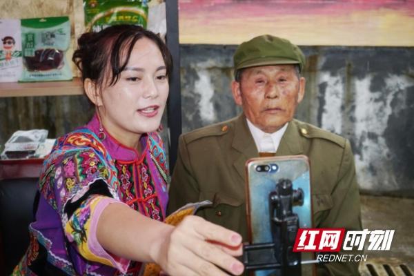 """精准脱贫在永顺丨75岁""""湘西飞爷爷""""玩"""