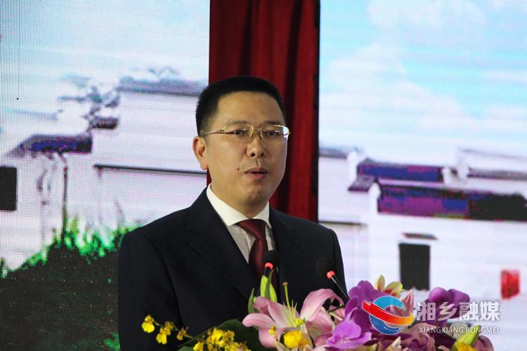 市委常委、常务副市长提名候选人彭建平作招商推介。.jpg