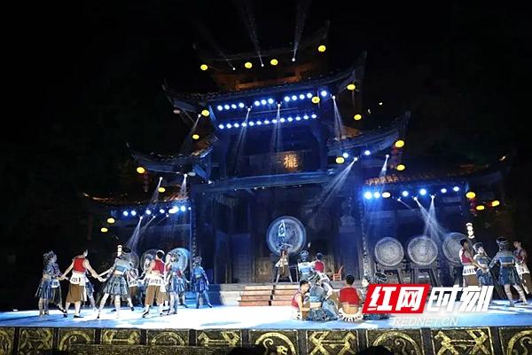 """芙蓉镇·红石林度假区玩出新""""花""""样!_副本.jpg"""