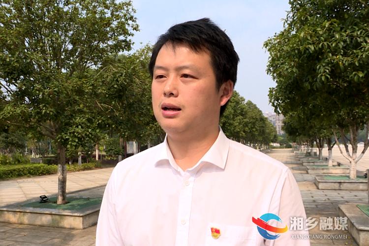 昆仑桥街道党工委副书记、主任谢驰接受采访。.png