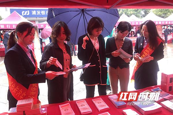 9月23日,长沙分行走进高新区麓谷工业园.jpg