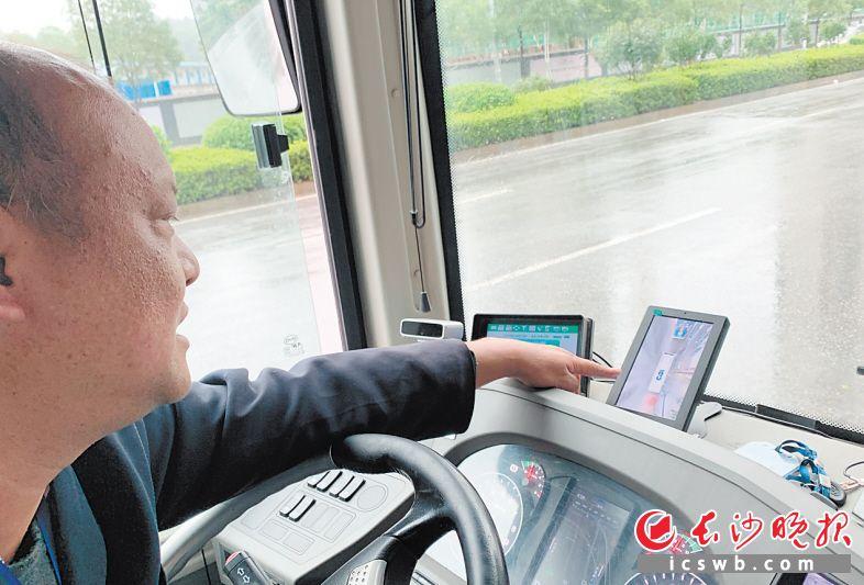 360度环视设备可大大减少驾驶员盲区。均为长沙晚报全媒体记者 邓艳红 摄