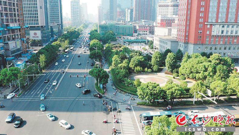 经过治理,中南大学湘雅医院片区道路拥堵、看病停车难问题得到改善。  长沙晚报全媒体记者 张洋子 通讯员 陈正祥 摄影报道