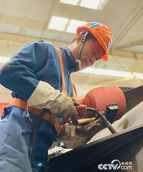 赢咖3注册地址【中国梦·大国工匠篇】张怀红:用40万米焊道铸就闪光匠心(图2)