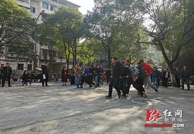 发挥党的群众工作优势 共建和谐文明小区3.png