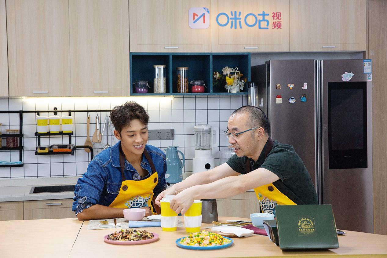 【摩登5平台】《好身材厨房》上线 刘仪伟掌勺与伍嘉成大聊瘦身经(图3)