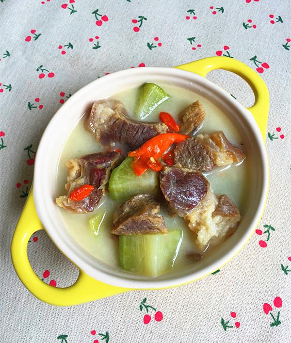 萝卜炖腊猪蹄肉成品图