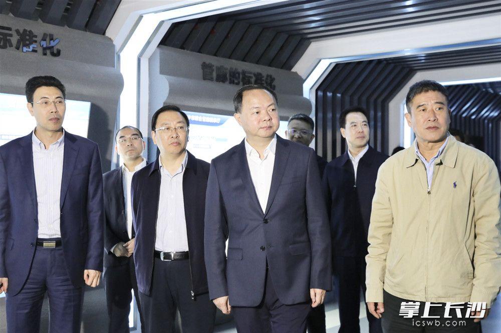 郑建新调研长沙高铁会展新城。 刘书勤 摄