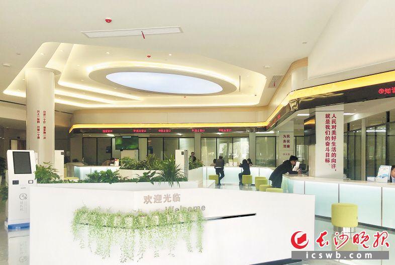 新政务服务大厅明亮温馨,分区设计灵活。