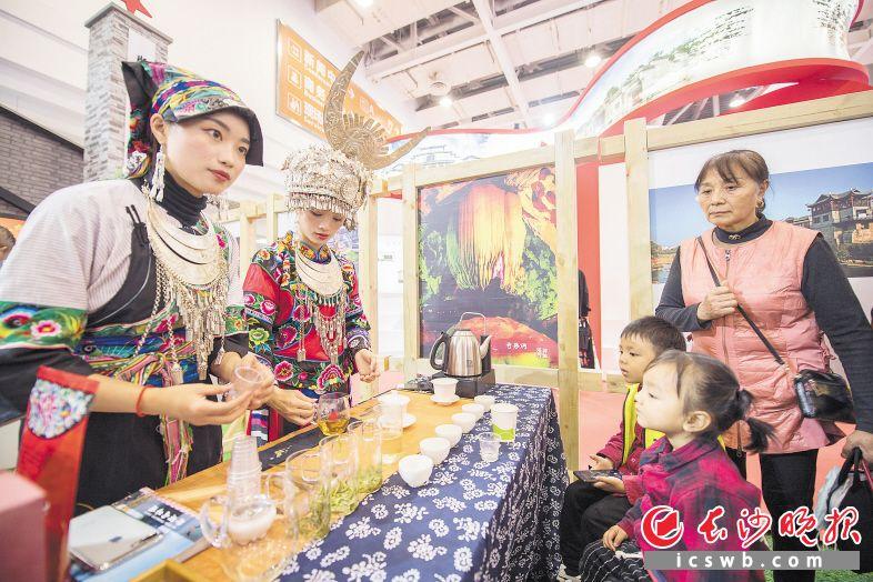 丰富多彩的红色旅游和文化产品令人目不暇接。