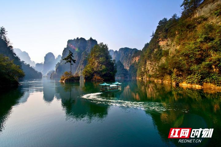 《瞰张家界》第二期:水上张家界 歌飞宝峰湖