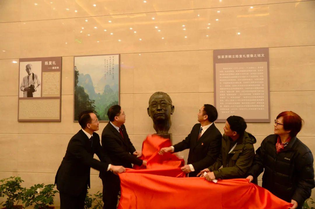致敬!张家界武陵源景区首为中国摄影大师设立铜像