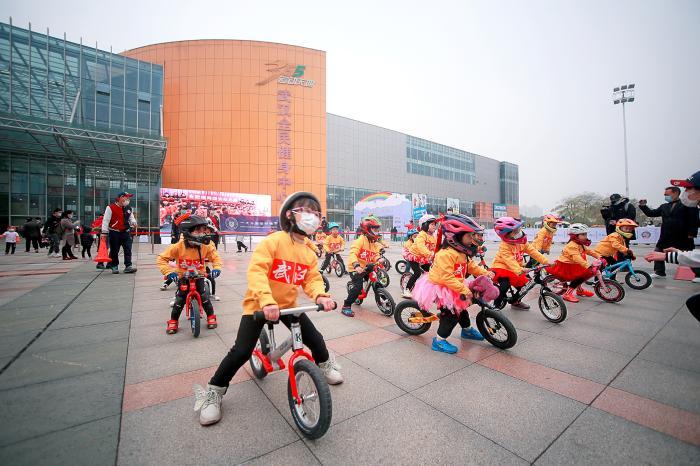 总决赛吸引1300组家庭,全国幼儿体育趣味赛魅力足