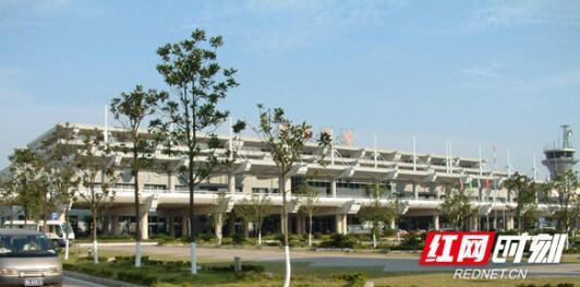 2000年,第二代航站楼(T1)投入运营。.jpg