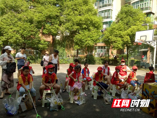湘湖街道西湖社区雍景园小区开展垃圾分类共建美好家园活动3.jpg