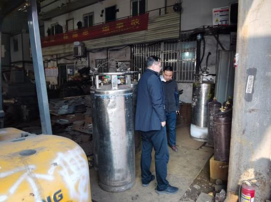 天心区应急管理局检查长沙市永增钢材贸易有限公司气瓶使用储存情况.png