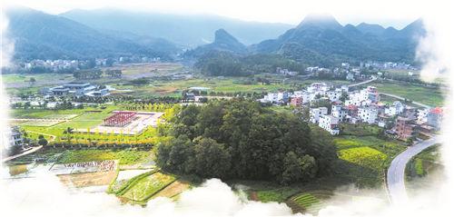 (2)千亩田畴中的玉琯岩 (彭晓葵摄).jpg