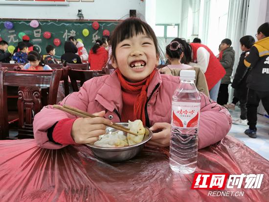 吃饺子.jpg