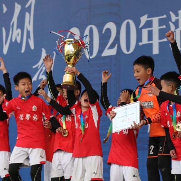德馨园周南梅溪湖分获男女冠军  湖南青少年足球俱乐部超级联赛闭幕