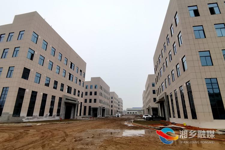 双创科技产业园(二期)项目7栋厂房主体已顺利封顶。.jpg