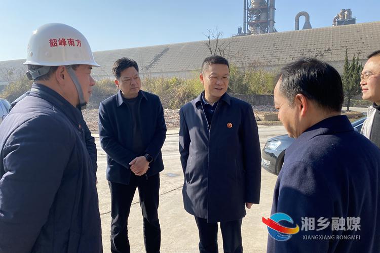 周俊文在湖南韶峰南方绿色建材产业园督查。.jpg