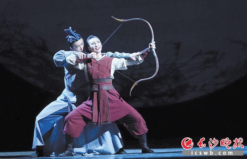 舞剧《花木兰》剧照    梅溪湖大剧院供图