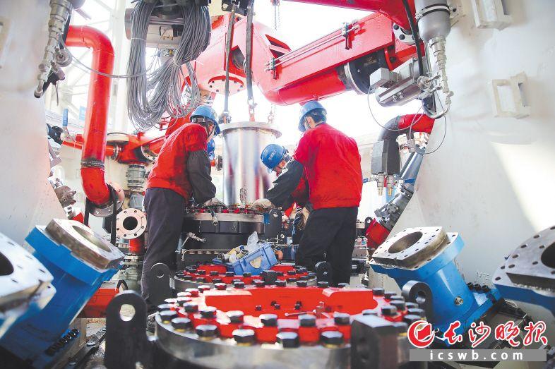 铁建重工各生产车间新春开启忙碌模式。  曾诗怡 摄