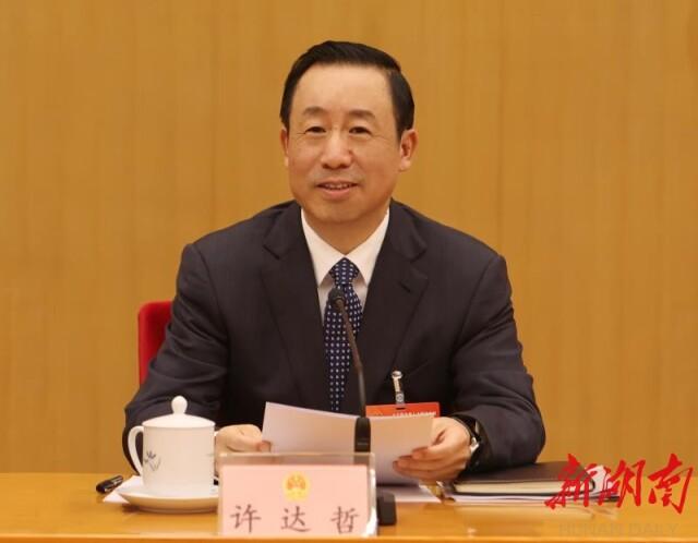 3月4日省委书记、省人大常委会主任许达哲主持会议并讲话。.jpg