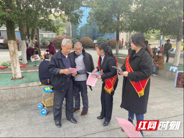 农银人寿永州中心支公司联合农业银行积极开展3·15消费者权益保护宣传活动409.png