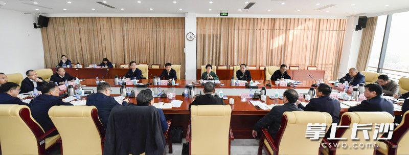 吴桂英主持召开座谈会。长沙晚报全媒体记者 余劭劼 摄