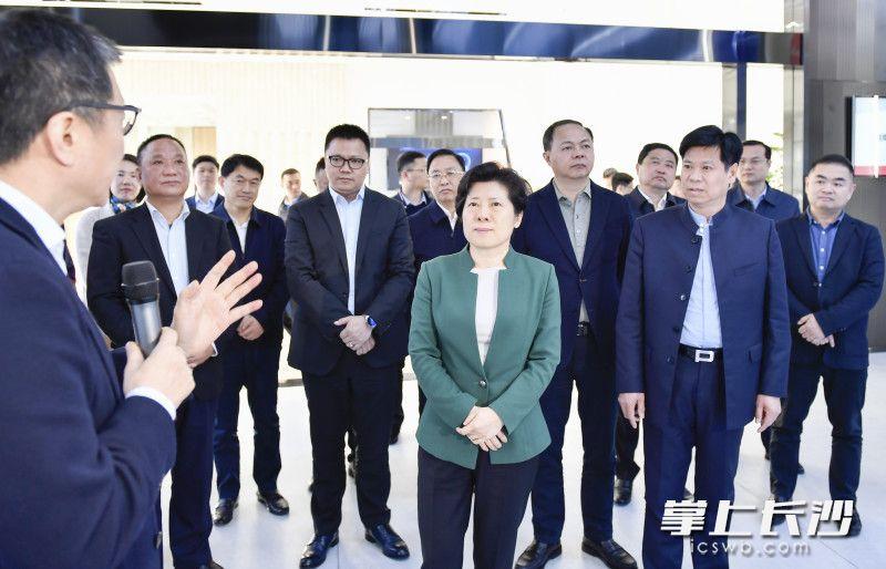 3月23日下午,省委常委、市委书记吴桂英在位于湖南湘江新区的湘江鲲鹏产业园调研。长沙晚报全媒体记者 余劭劼 摄