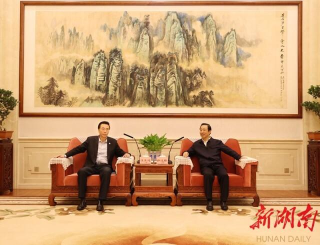 许达哲会见中海油董事长汪东进