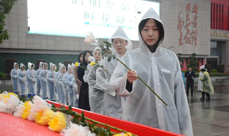 清明祭英烈!湖南雷锋纪念馆免费为游客提供鲜花敬献雷锋