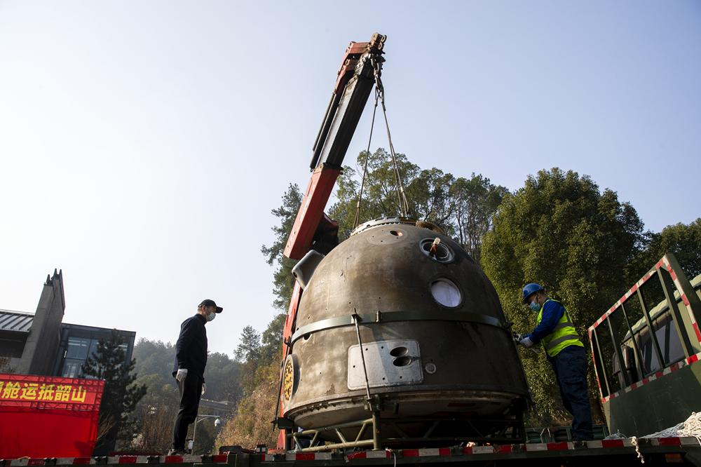2020年12月20日,湖南湘潭,神舟十号载人飞船返回舱运抵湖南,将被韶山毛泽东同志纪念馆长期借用并公开展览。_副本.jpg