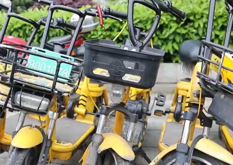 东安共享单车配备安全头盔,现状如何?跟记者看看吧!