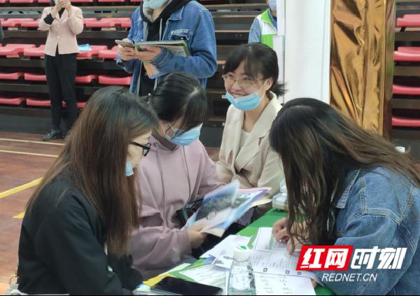1_青春勇担当,就业正当时——永州市2021年师范类毕业生专场招聘会举行648.png