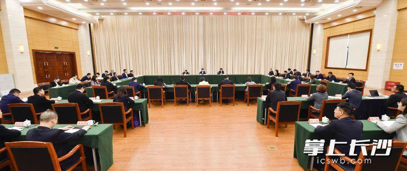 4月27日上午,长沙各界青年五四座谈会举行。长沙晚报全媒体记者 余劭劼 摄