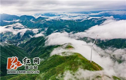 蓝山县云冰山:雨后现云海美景