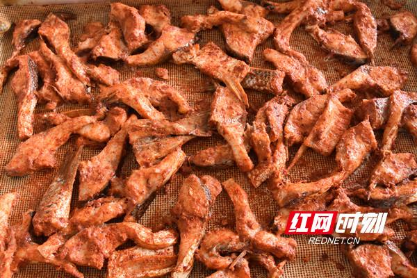 视频丨味美留香、回味无穷 共品永州祁阳地道美食曲米鱼