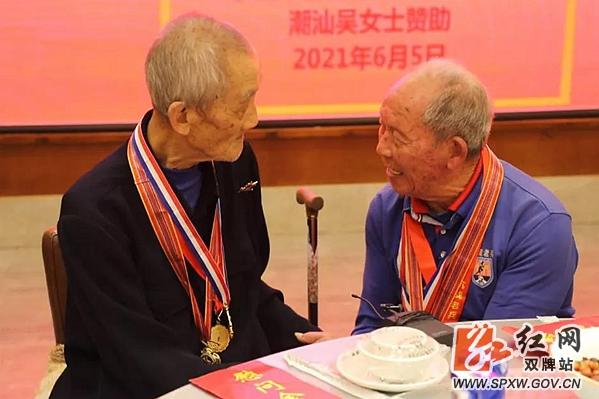 阔别64年后 双牌两名96岁抗战老兵再重逢