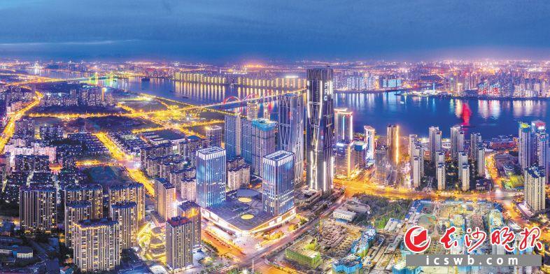 湖南金融中心夜景。肖克 摄