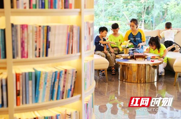 新田:图书馆里度假日
