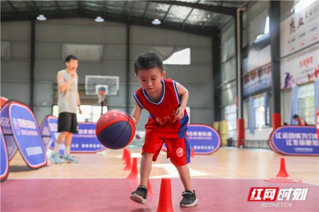 组图丨动起来,篮球小子!