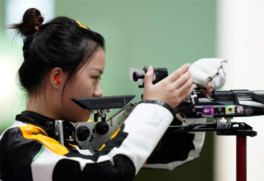 动图海报丨杨倩斩获东京奥运会中国队首金
